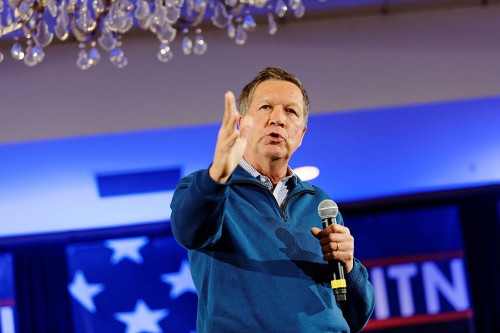 Governor_of_Ohio_John_Kasich_at_NH_FITN_2016_06