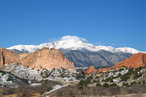 1024px-Pikes_Peak_from_the_Garden_of_the_Gods