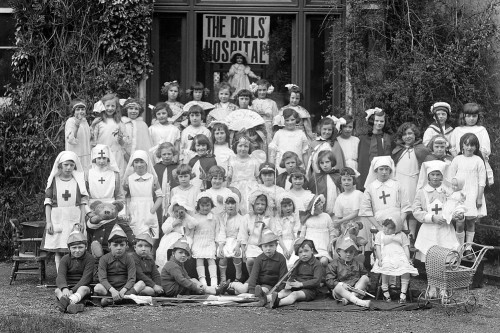 Group_Picture_of_children_at_Ursuline_Convent,_Ireland,_1920s,_sign_labelled_%22The_Dolls_Hospital%22(5727432569)-1