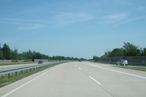 Autobahn_fra_bil