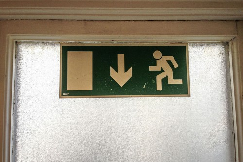 Emergency_Exit_Sign_Europe_EU_(17490734555)