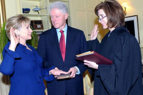 Hillary_Clinton_sworn_in_as_SecState_1-21-09_clinton-SIC-1.21.09_600_1