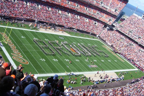 2008_Ohio_State_marching_band_spelling_out_Browns