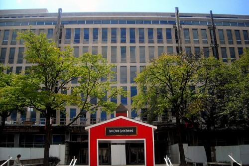 1024px-USDE_headquarters