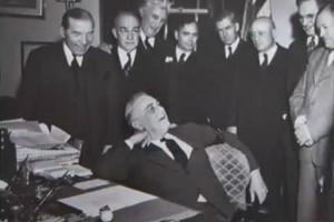 Franklin_Delano_Roosevelt_and_smiling_staff.