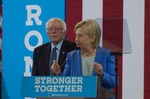 Hillary_Clinton_&_Bernie_Sanders_(28250135416)