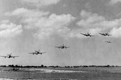 P-51C_Mustangs_of_332nd_FG_take_off_in_Italy_in_August_1944
