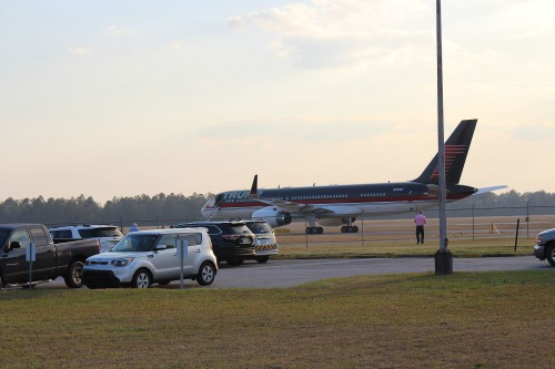 Trump_Force_One_at_Valdosta_Regional_Airport_a