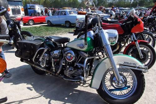 1024px-HarleyDavidson_Duo-Glide_Typ_FLH