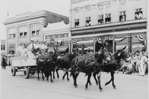 A_wagon_pulled_by_four_mules,_passing_before_a_reviewing_stand_(not_visible)_on_which_President_Harry_S-1._Truman_was..._-_NARA_-_199902