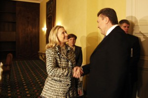 Msc2012_20120204_566_Clinton_Hillary-Yanukovych_Viktor_Frank_Plitt